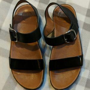 Black & Brown Fitflops 9. Gently worn.